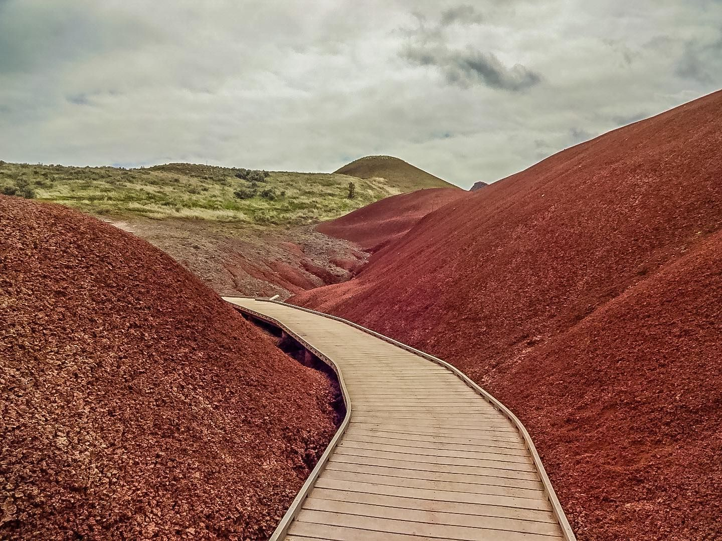 Painted Hills | Oregon | USA. . . . .  #nature_brilliance #EarthVisuals #artofvisuals #welivetoexplore #natureaddict #naturediversity #ourplanetdaily #earth_deluxe #naturephoto #main_vision #landscape_captures #awesome_earthpix #natureaddict #rsa_rural #awesomeearth  #iphoneography #iphoneonly #iphonesia #iphoneography #tbt #mitchell #paintedhills #upperleftusa #oregon #oregonexplored