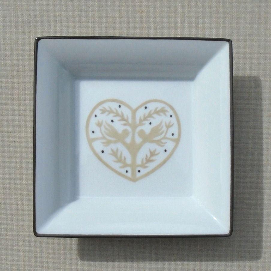 Tuto Peinture Sur Porcelaine vide poches en porcelaine décor coeur beige : accessoires de