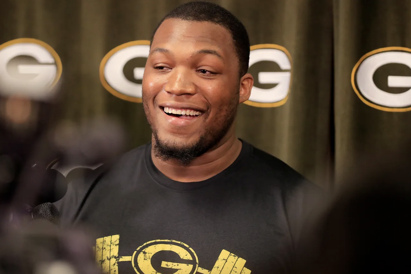 Packers Reportedly Sign Kenny Clark To Four Year Extension Nfl News In 2020 Nfl News Nfl Big Ten