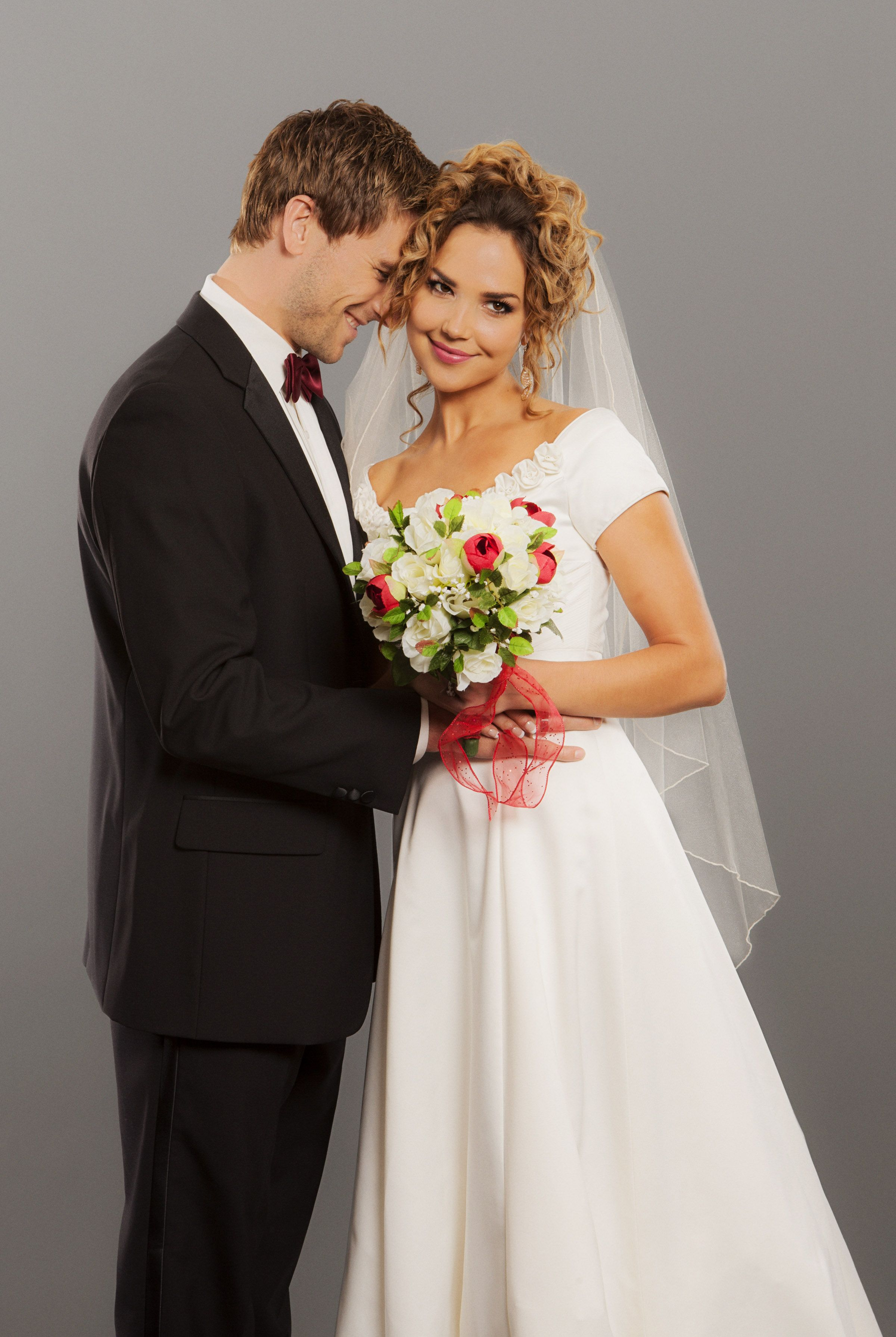 A Bride For Christmas.Arielle Kebbel And Andrew Walker Star In The Hallmark
