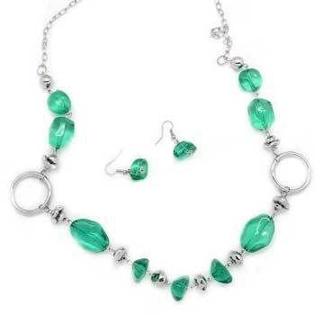 Debs Jewelry Shop - Paparazzi Necklace - Emerald Green Gems, $5.00 (http://www.debsjewelryshop.com/paparazzi-necklace-emerald-green-gems/)