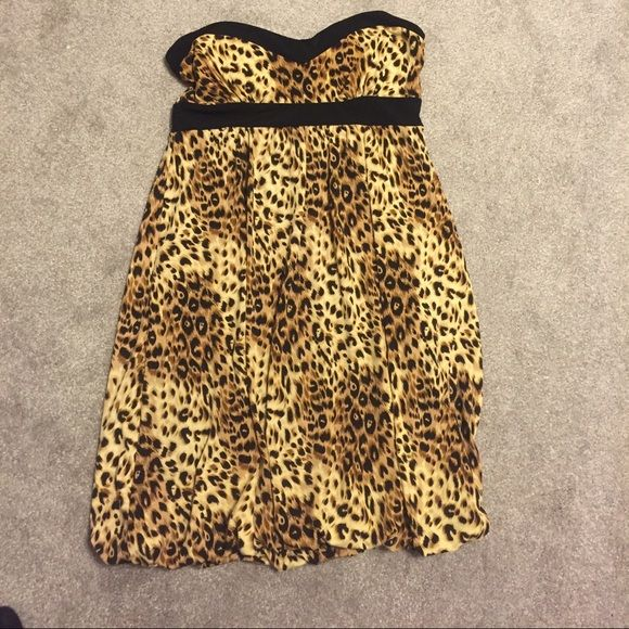 NEW listing ✨ cheetah dress NEW listing ✨ forever 21 cheetah dress, sweetheart style top, bubble dress bottom, great cute sexy dress for a night out! Forever 21 Dresses Mini