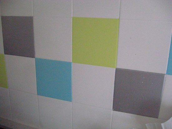 Comment poser une peinture sur du carrelage carrelage - Comment poser du carrelage mural cuisine ...