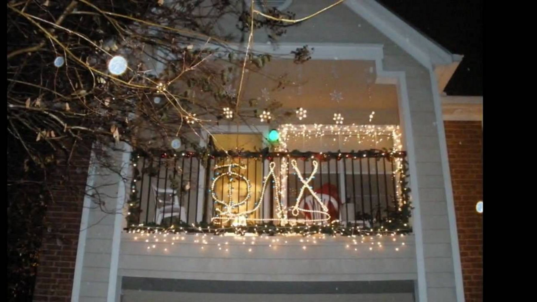 14 Cool Christmas Lights Decorating Ideas For Balcony  Terrace