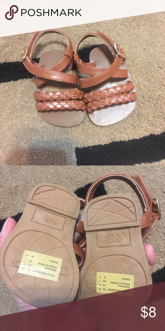 Teeny toes baby sandal Cute strappy brown sandal. Size 1W perfect for fat baby f…