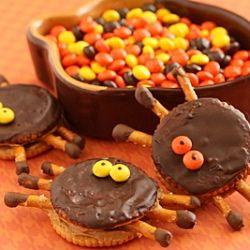 Halloween Spiders Using Ritz Crackers