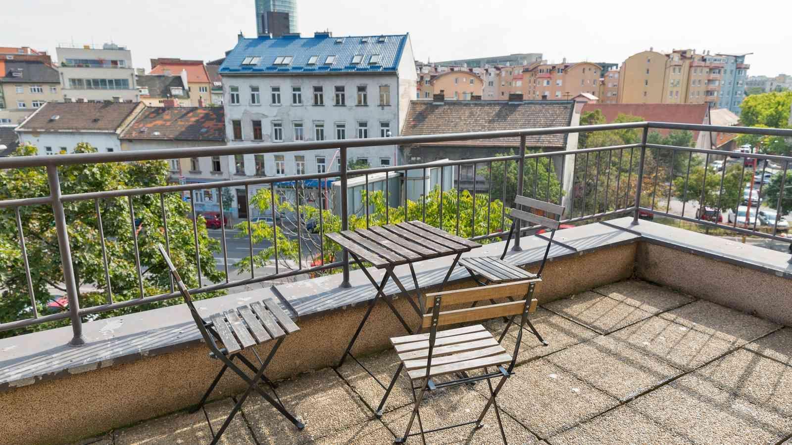 Kann ich meinen gefliesten Balkon mit einer Kunststoffbeschichtung abdichten?