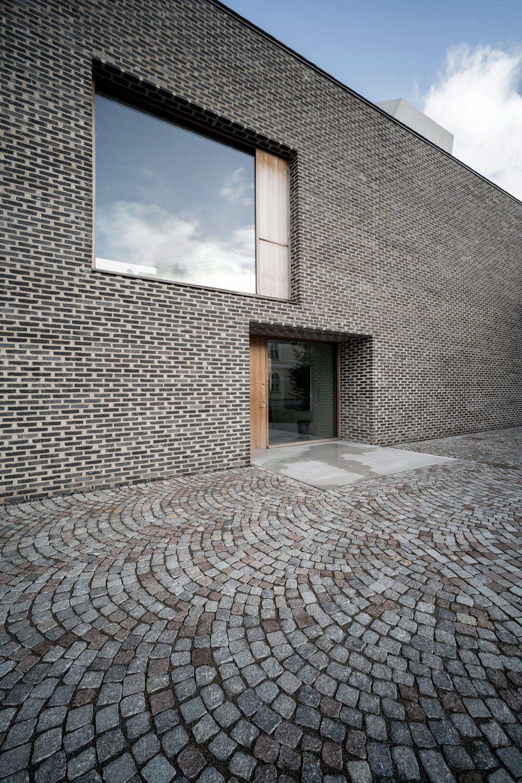 skandinavisches langhaus private kunstsammlung in. Black Bedroom Furniture Sets. Home Design Ideas