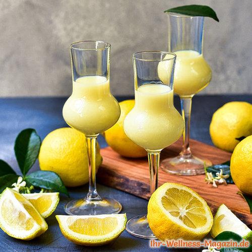 Zitronen-Sahnelikör selber machen - einfaches Rezept #nachtischweihnachten