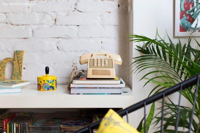 08-decoracao-objetos-telefone-antigo-tijolinho