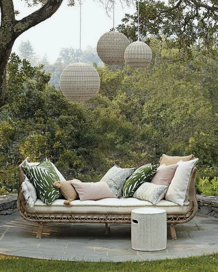 21 Beautify Your Outdoor Space On A Budget Outdoorspace Patiodesign Patioideas Home Garden Design Outdoor Daybed Patio Decor Outdoor Rooms