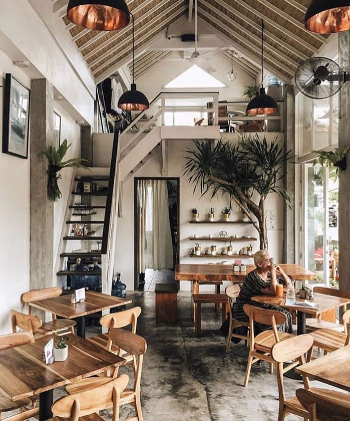 24 Coffee Shops In Austin Sollten Sie Versuchen In 2020 Cafe Interior Design Coffee Shop Decor Loft Cafe