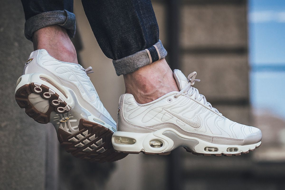 silver and green foamposites nike air max plus