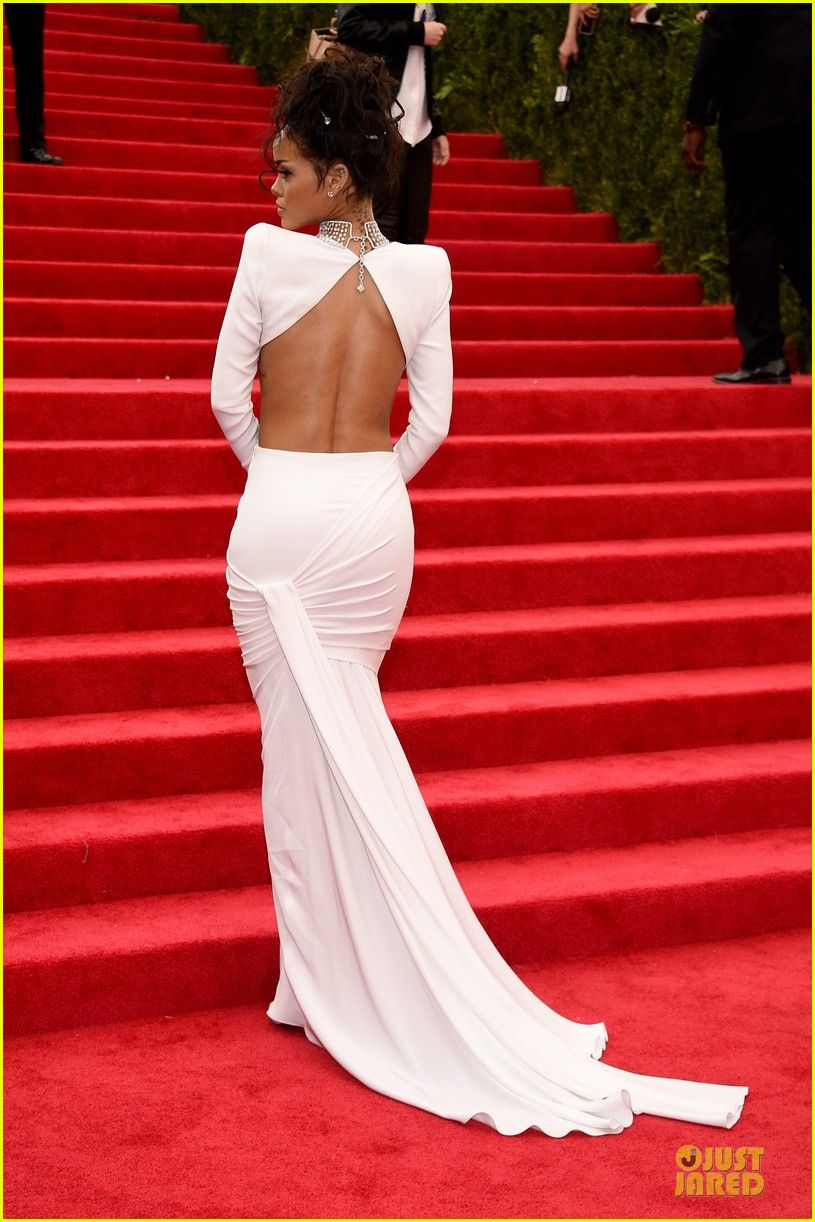 83e4bfaa75 rihanna sexy back midriff met ball 2014 01 Rihanna bares her midriff and  back in a white dress at the 2014 Met Gala held at the Metropolitan Museum  of Art ...