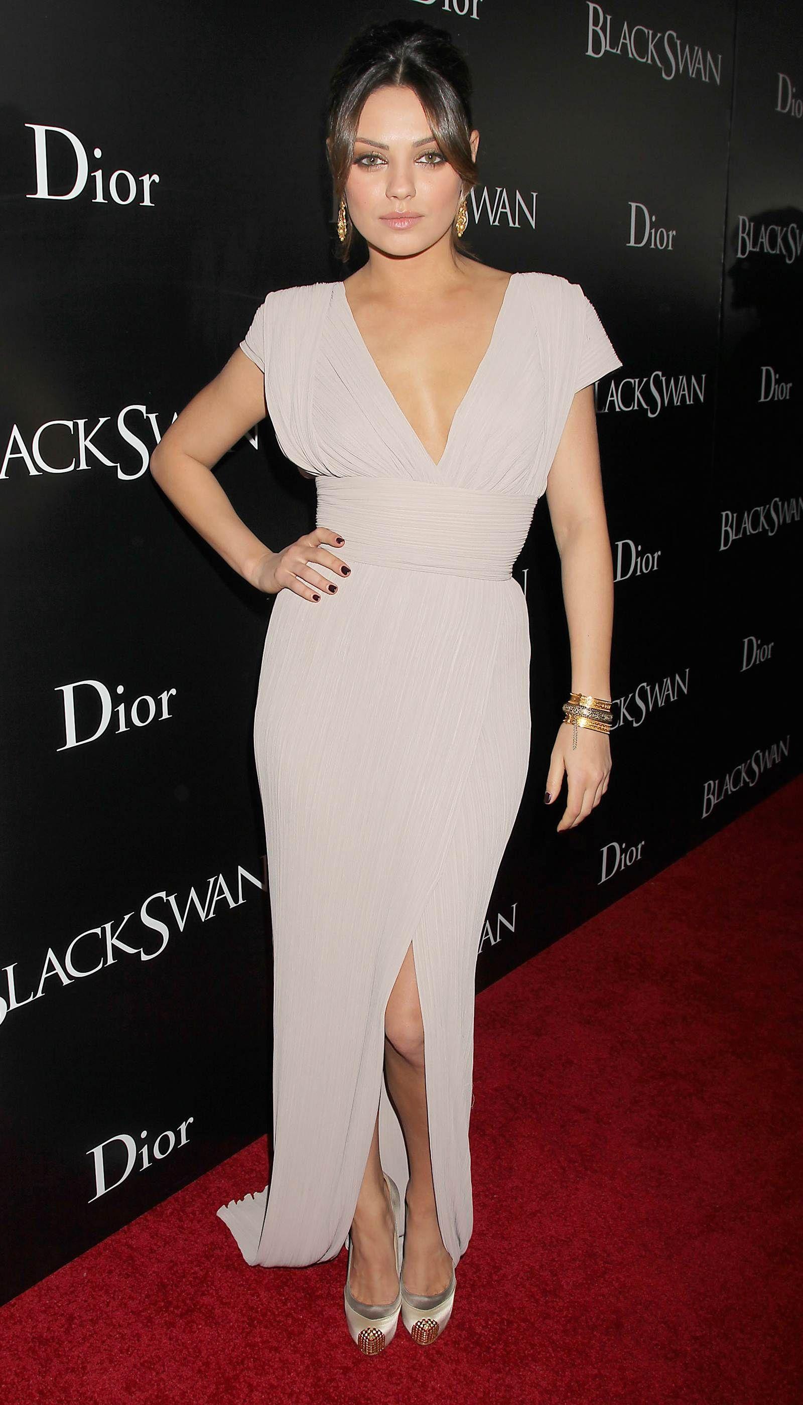Mila Kunis. Black Swan premiere Robes de tapis rouges  Red carpet dresses
