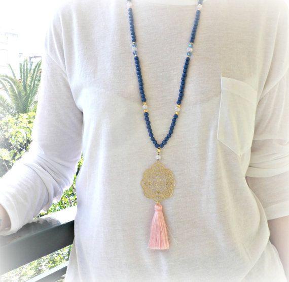 Collar largo con cuentas azul con oro plateado por dadahandmade