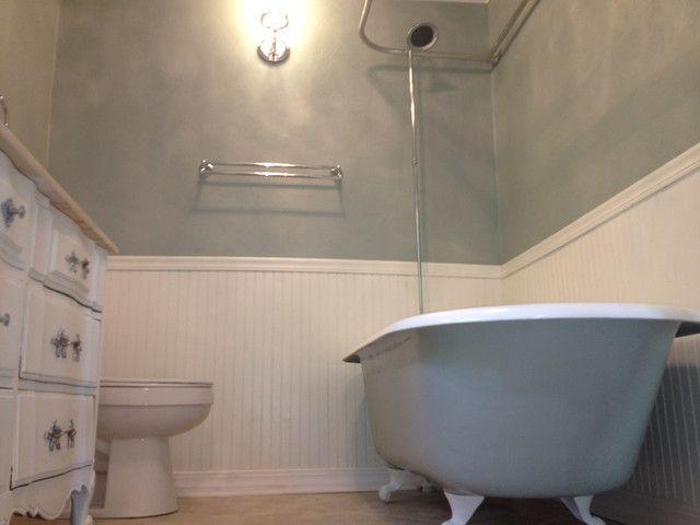 Beau A Colonial Bathroom