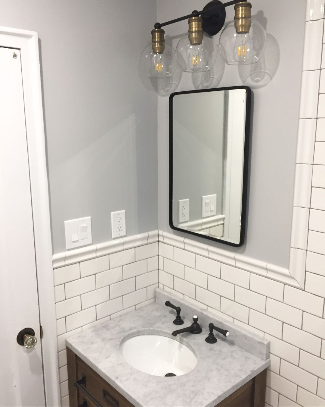 Farmhouse bathroom. White subway tile with gray grout