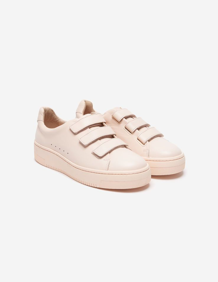 7d26eeab8f21e Sandro trainers smooth leather. With Velcro fastening and a thick sole.  Perfect for a casual look. 3 cm heel.