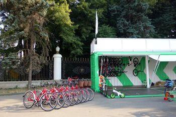 В Киеве, возле ВДНХ, 21 августа 2014 года открывается бесплатный паркинг для велосипедов.