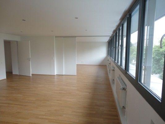 Die Dachgeschosswohnung Lsst Sich Durch Eine Schiebewand Unterteilen DachgeschosswohnungSchlafzimmerWohnzimmerSchne