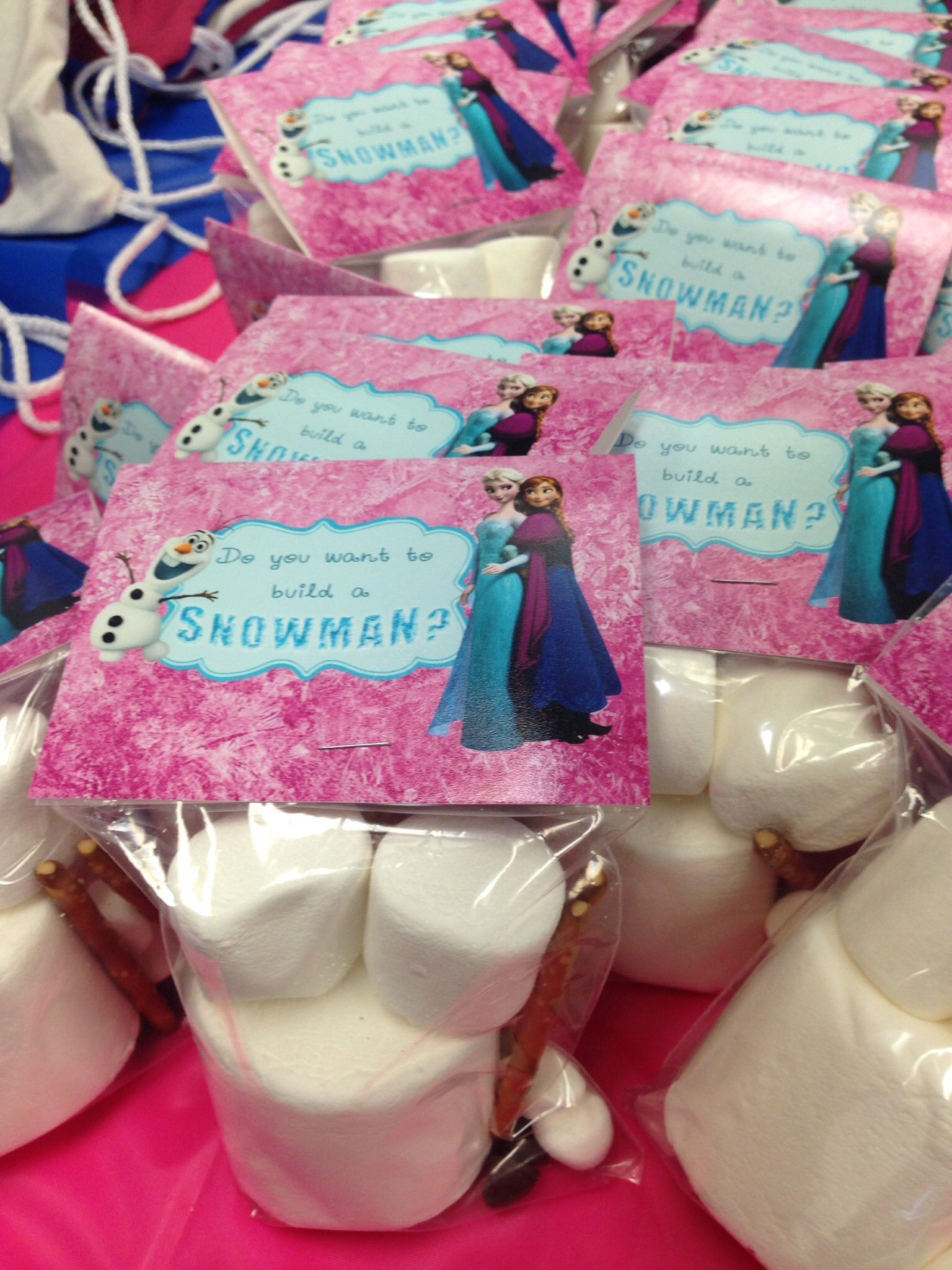 Frozen theme birthday party favors giveaway - put different size ...