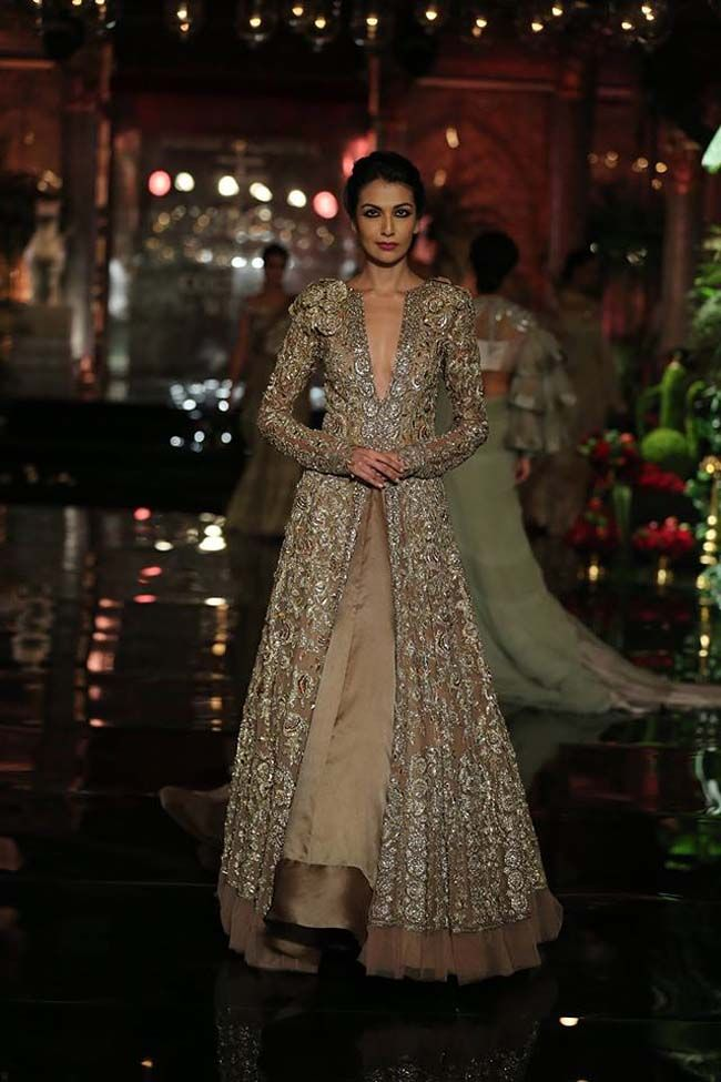 Deepika Paukone Models for Manish Malhotra Couture 2016 Collection ...