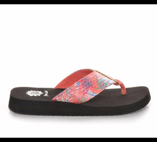 cc344b541d84 Perfect for poolside.  summer  sandals  flipflops  cute  YellowBox ...