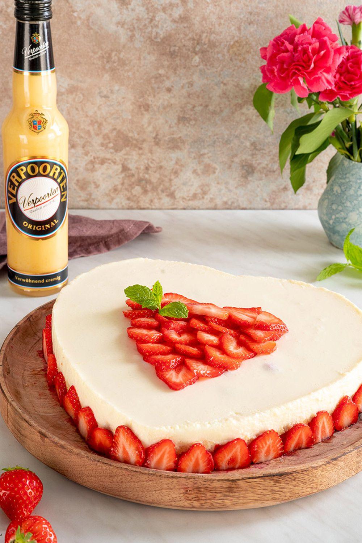 Kuchen ohne Backen  ''Erdbeer-Kokos-VERPOORTEN-Torte'' - Kuchenrezepte mit Eierlikör