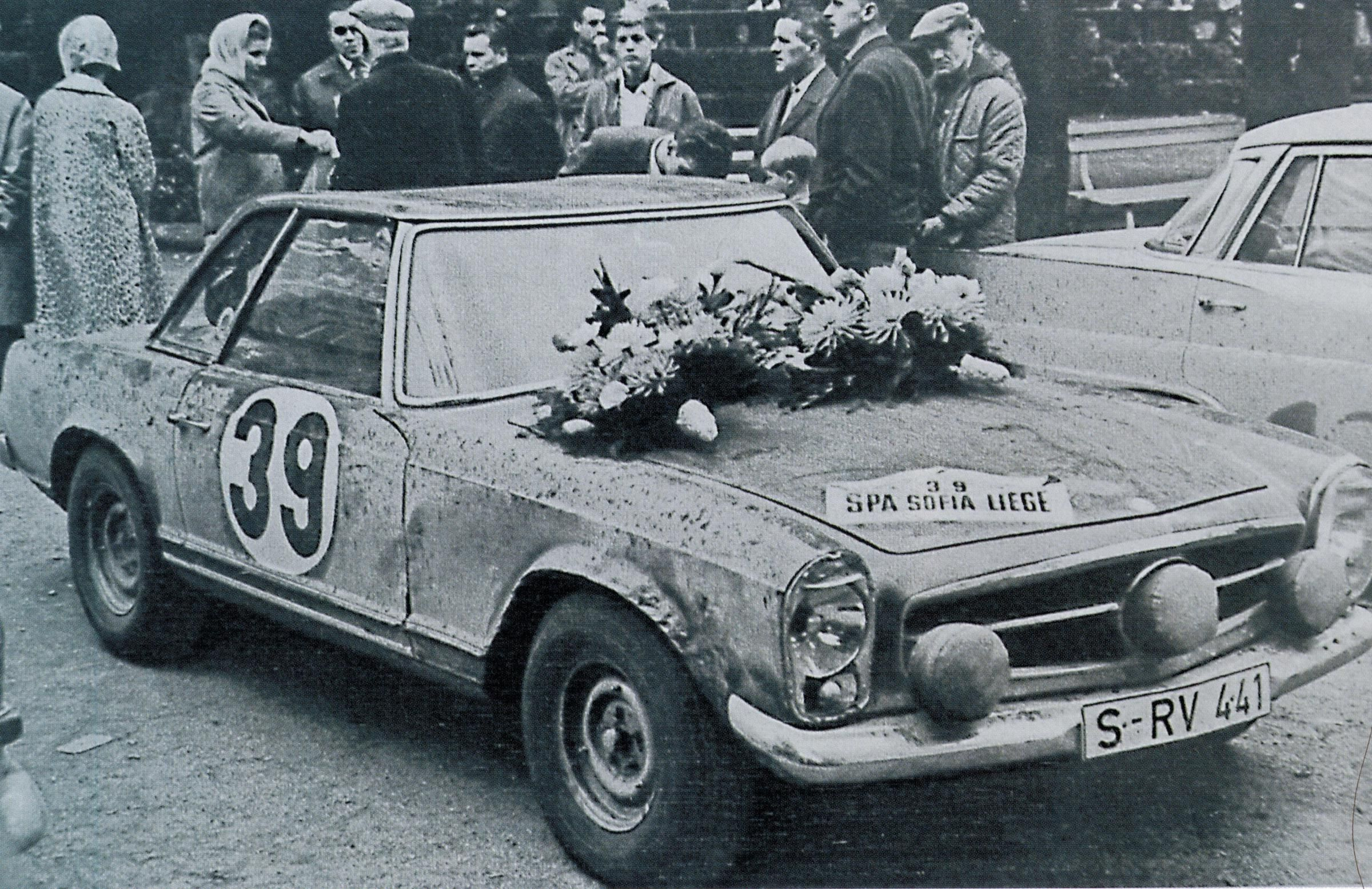 Das Siegerfahrzeug von 1963 unmittelbar nach dem Rennen (deutlich  gezeichnet vom Rennen) - Foto von Jean Luc Fournier