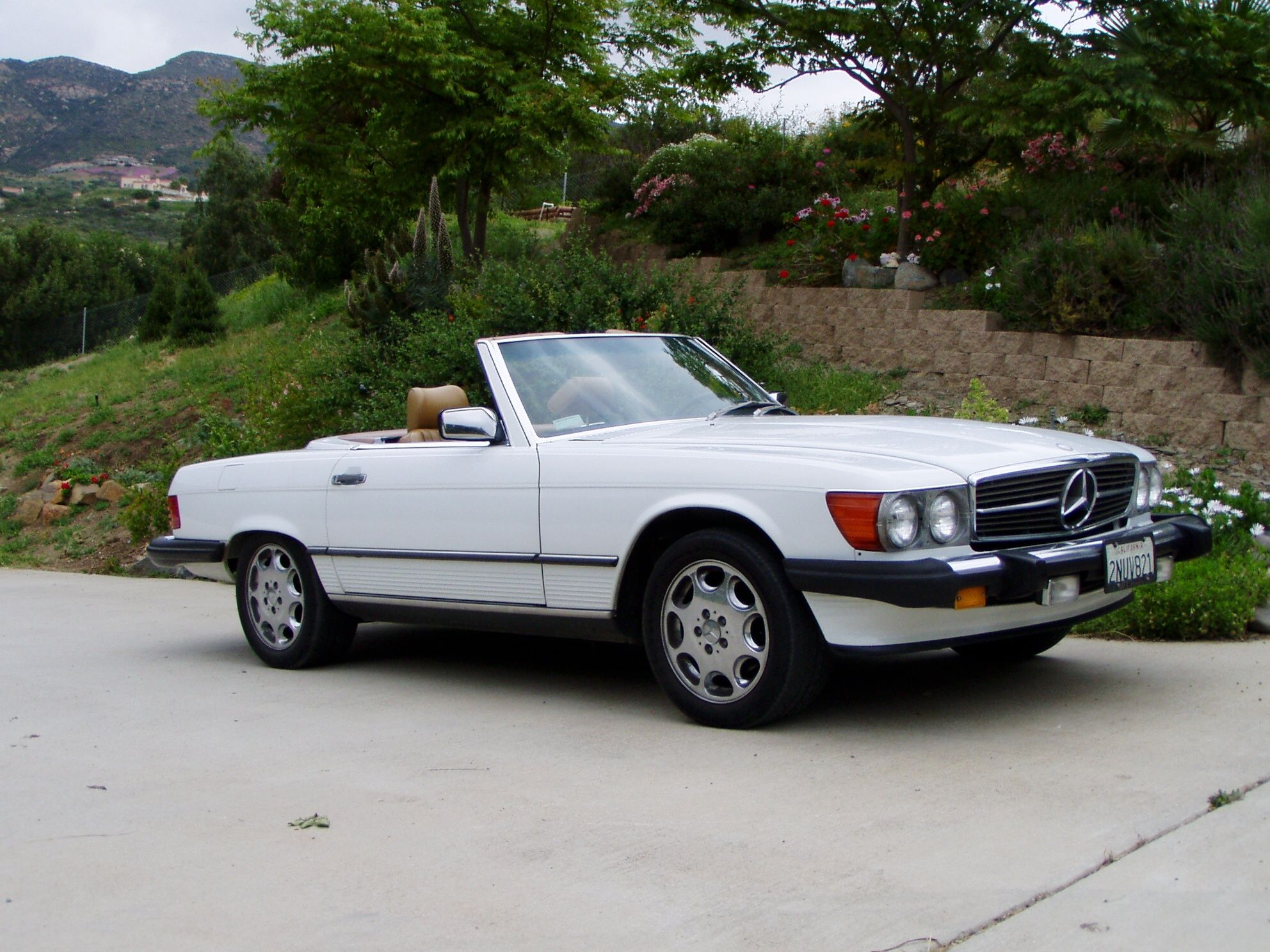 White 1980s Mercedes Benz 560SL Convertible Cool Cars I