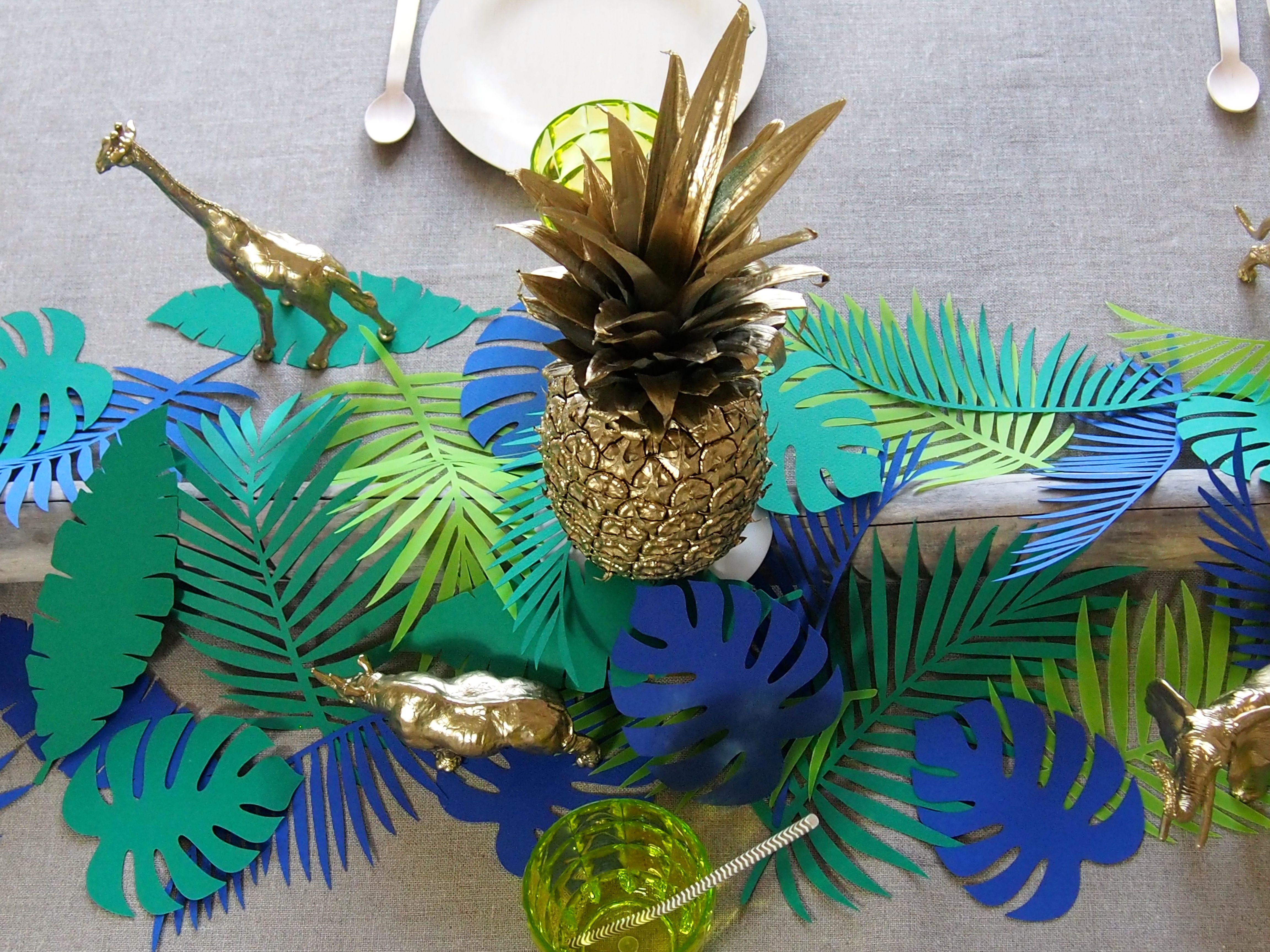 Mise en sc ne d 39 une table sur un th me tropical jungle paperleaves bambu tropical ananas - Deco table jungle ...