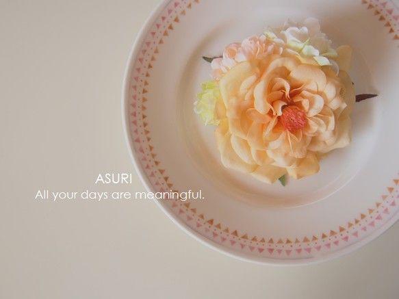 *日々*ASURIだれかのために、しずかにささやくやさしいコサージュです。〈サイズ〉花の部分だけで7cm×7cmです。 〈重さ〉10g|ハンドメイド、手作り、手仕事品の通販・販売・購入ならCreema。