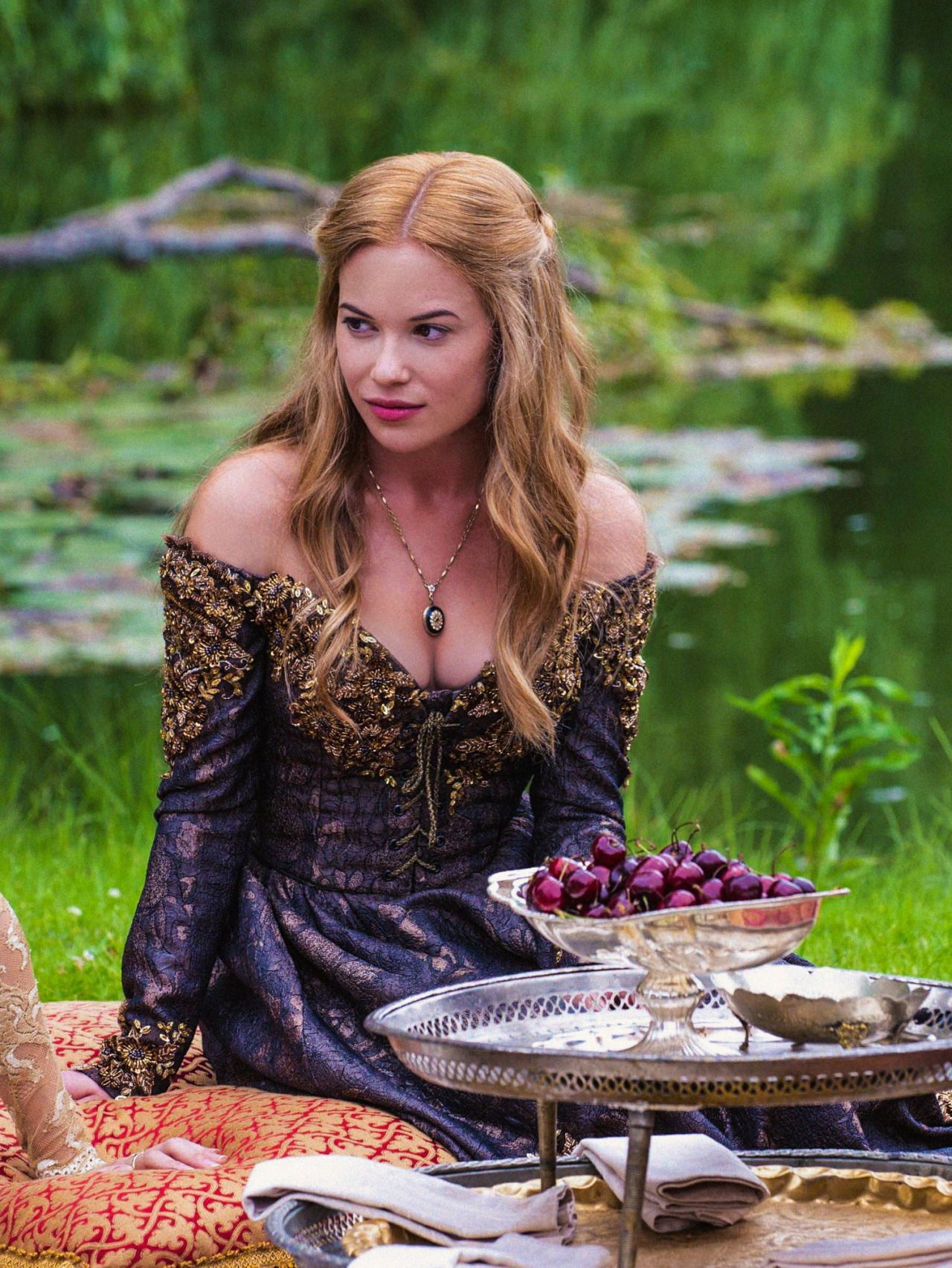 Celina Sinden as Greer Norwood in Reign (TV Series, 2013).