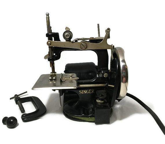 Vintage Singer Sewing Machine, Black Mini Childs Model 20 ...