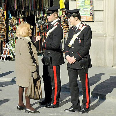 Italian Police Italian S In Uniform In 2019 Italy Fashion Italian Fashion Italian Police