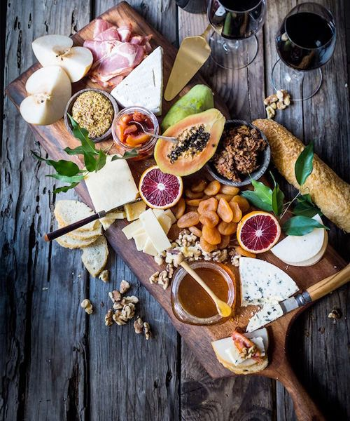 15 swoon worthy cheese charcuterie boards ap ro diner for Recevoir des amis a diner