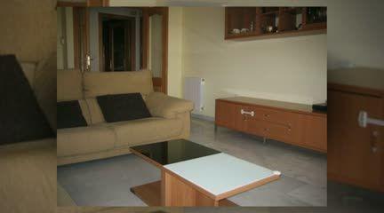 http://www.inmoarabial.com/propiedades/1860 ◄◄ MAS INFO AQUI (Telf.: 646 962 980)  Alquiler piso Granada, ubicado en la prestigiosa zona del parque almunia, bien amueblado, con 3 dormitorios, salón, cocina con lavadero, 2 baños (uno en el dormitorio principal), armarios empotrados, terraza (con vista al exterior), muy luminoso, bien comunicado, zona tranquila. Garaje. Apto para personas trabajadoras. Por favor solo gente seria con solvencia demostrable.