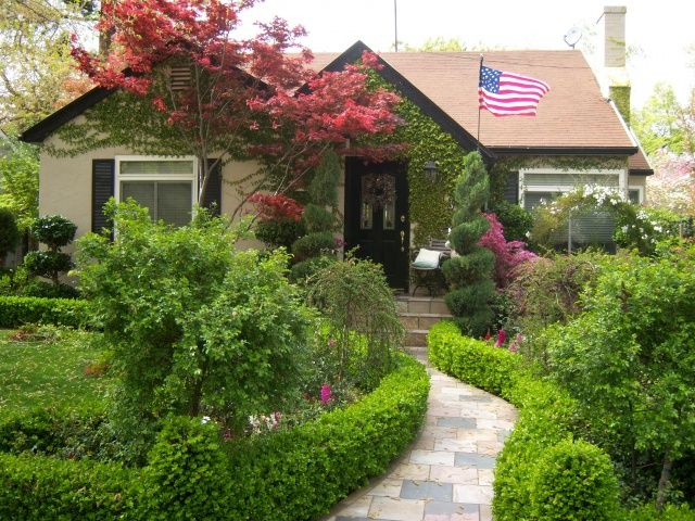 English Cottage Front Yard Michael Glassman And Associates Cottage Front Yard Cottage Garden English Garden Design
