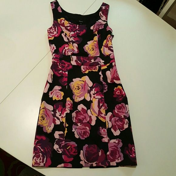 Express Floral print dress Fitted floral print dress with side zipper! Express Dresses Mini