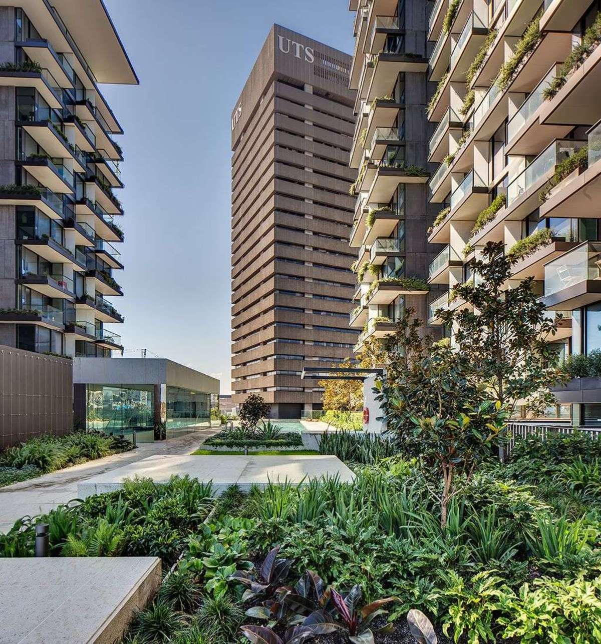 Jean Nouvel And The One Central Park Green Homes In Sydney Floornature Jean Nouvel Green Architecture Modern Residential Architecture