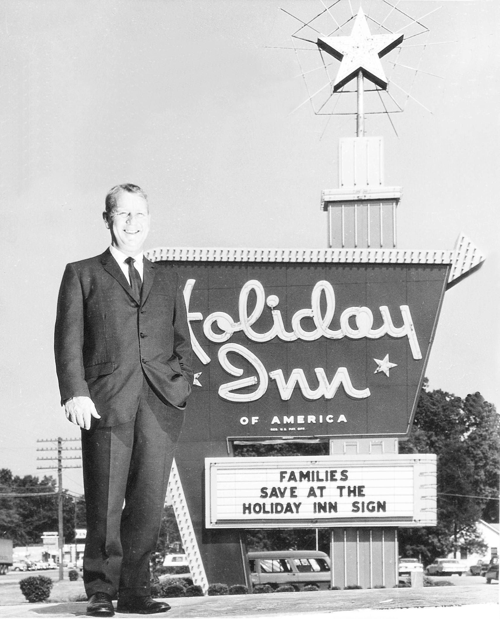 Pin By Cade Peeper On Mylocalsoul Holiday Inn Memphis Tennessee Memphis City