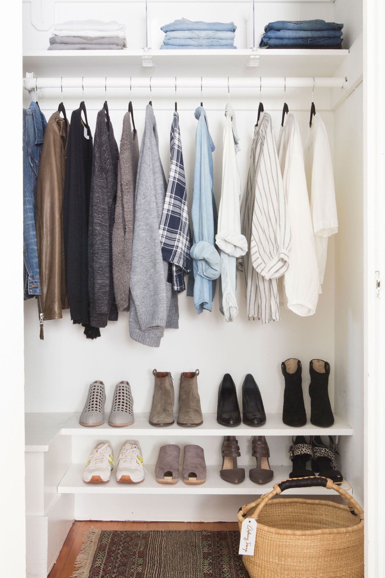 5 Simple Steps To A Streamlined Stylish Closet Rue With Images Minimalist Closet Closet