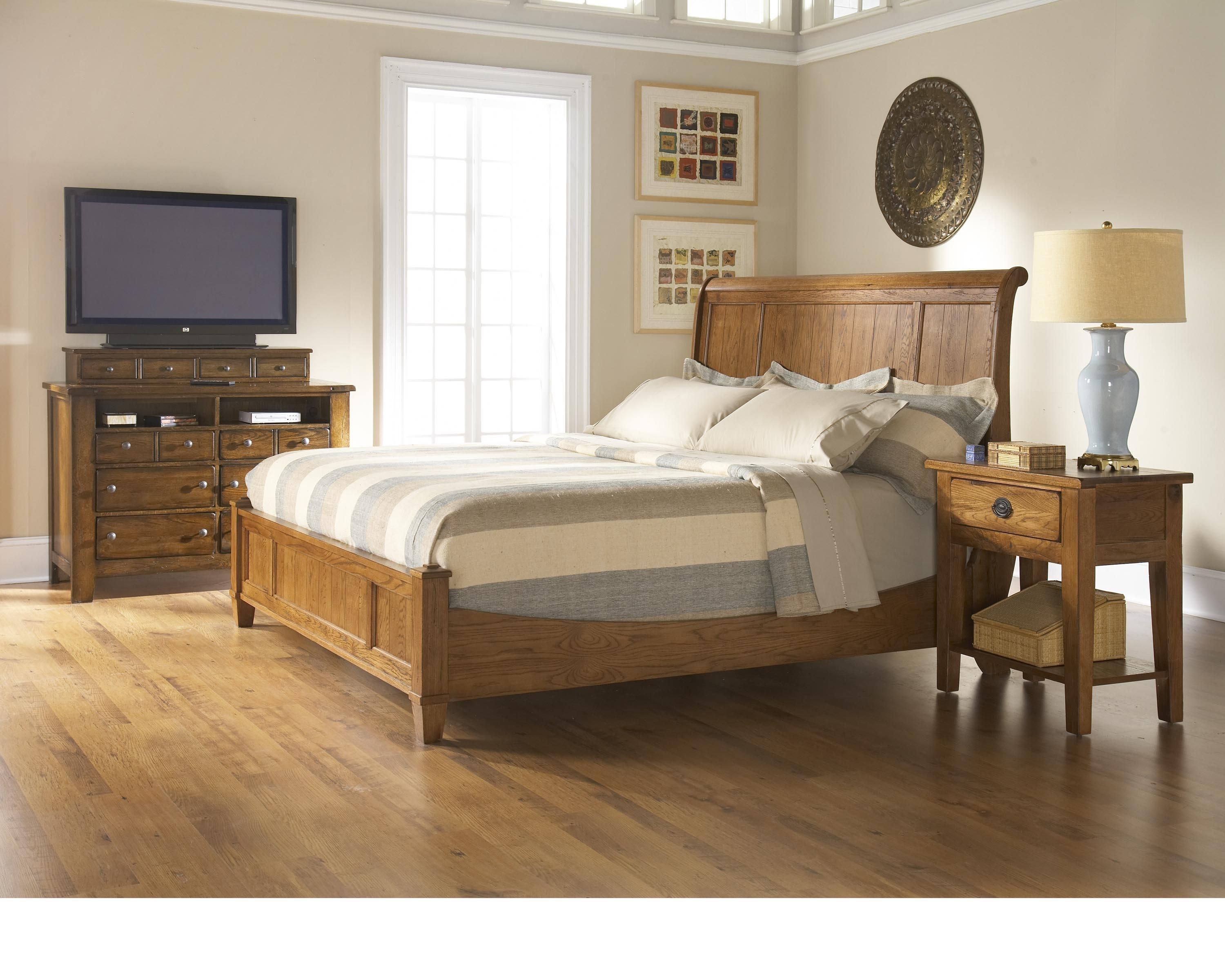 Like The Bed Frame Have Tall In The Bed So Cant Have Food Board But Head Like Sleigh Like It I Do Broyhill Furniture Master Bedroom Set Bedroom Sets