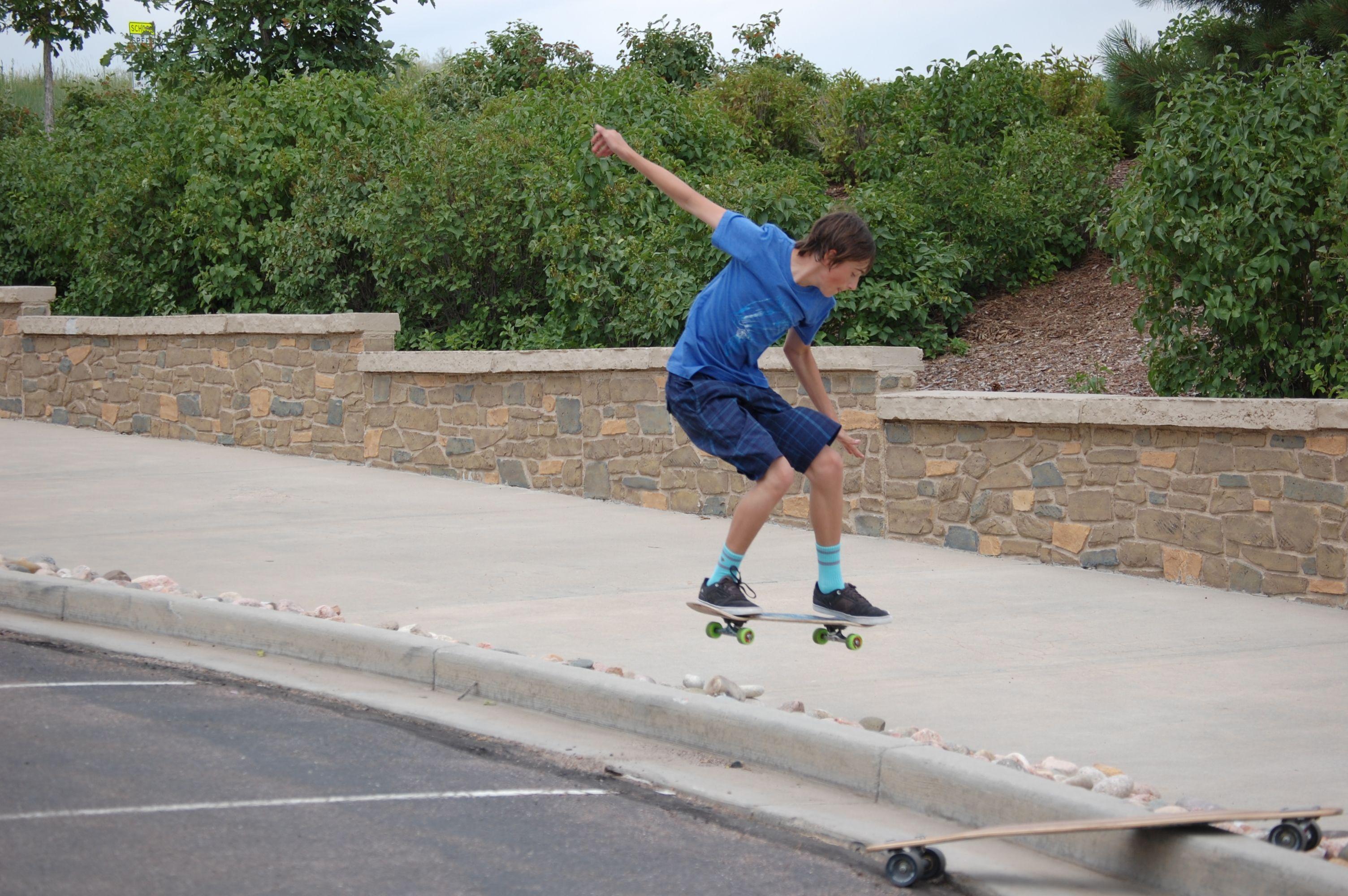 #Briargate #Skateboarding #tommy.skates.colorado #coreythehomie #cahiill #benhomes #Colorado Springs