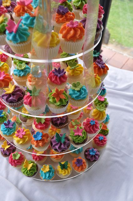 Bright wedding cupcakes by Cupcake Passion (Kate Jewell) 82491edd582