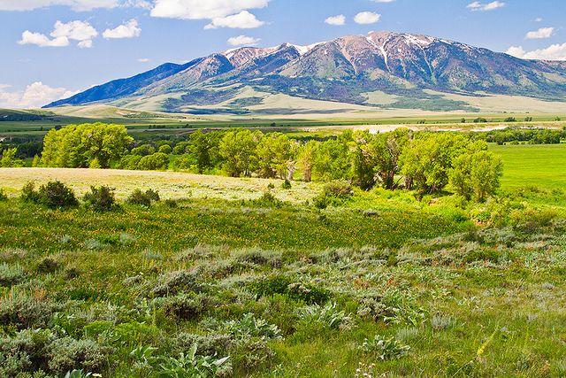 Elk Mountain In 2019 Wyoming Vacation Wyoming Mountains