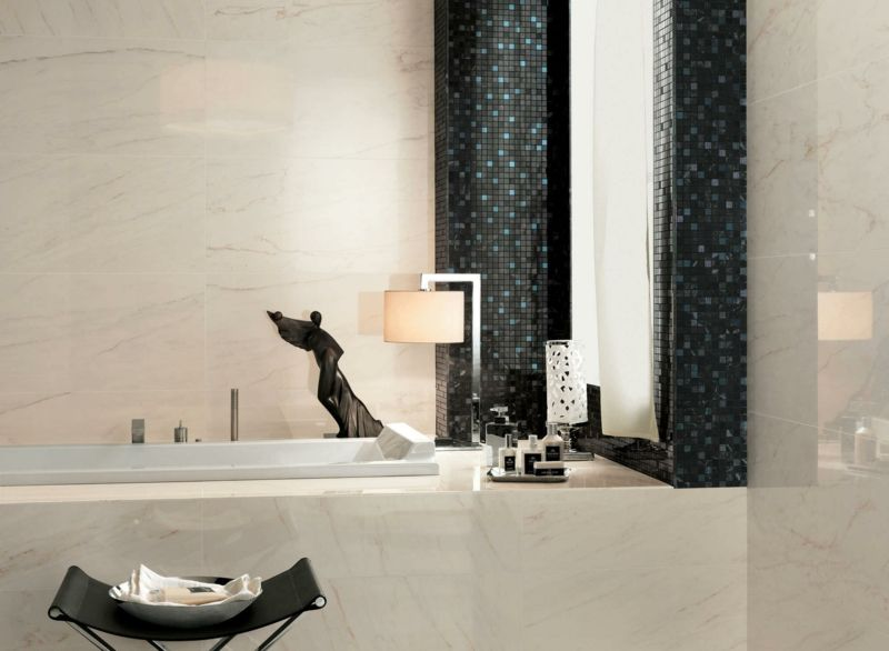 bad fliesen marmor schwarz mosaik glanz badewanne