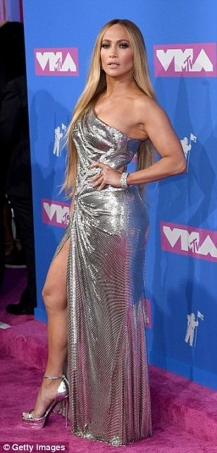 See Every Look From the 2018 VMAs Red Carpet | Fashion