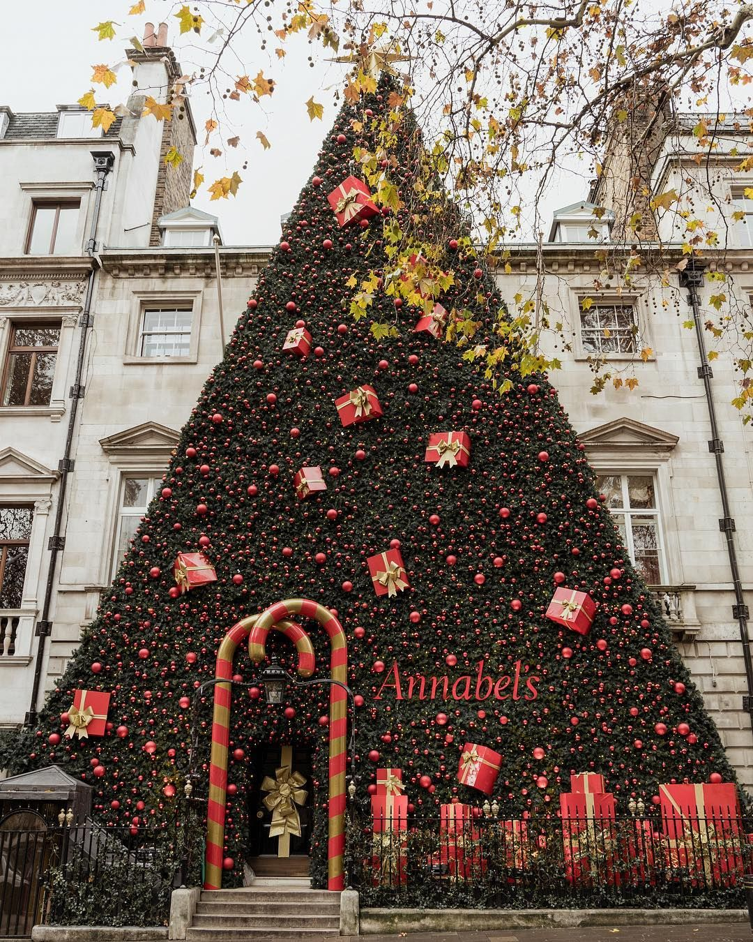 This Year The Best Christmas Decoration And The Best Christmas Tree In London Awards Cool Christmas Trees Fun Christmas Decorations Modern Christmas Decor